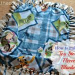 How to DIY a Toy Story Fleece Tie Blanket from @thecardswedrew #DIYBlanket