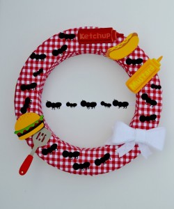 picnic wreath with ants