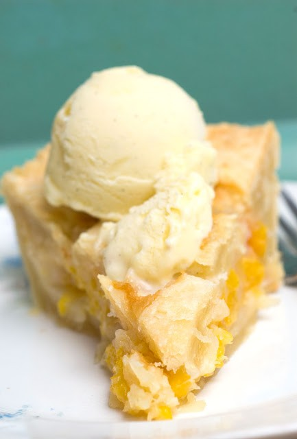peach cobbler pie
