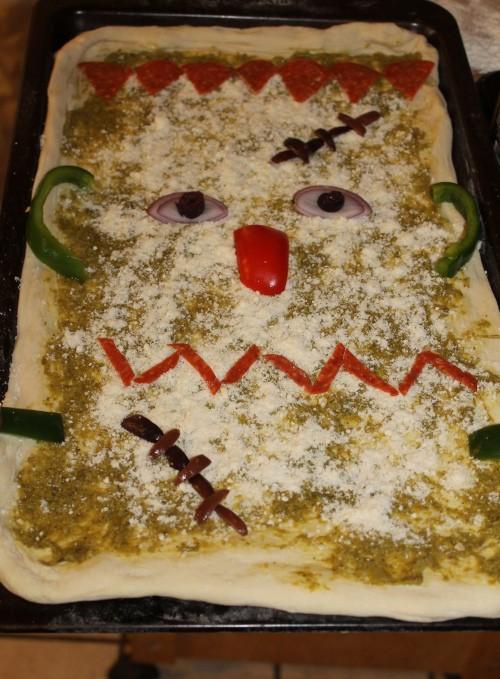 frankenstein pumpkin pizza