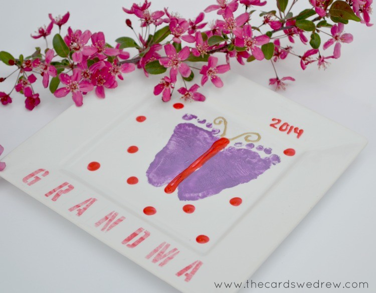Super Cute Butterfly Footprint Mother's Day Gift Idea on { lilluna.com } Very easy and all you need is a plate, paint, and feet!!
