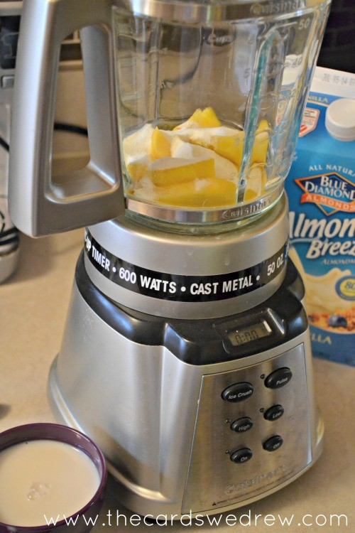 peach smoothie mix in blender