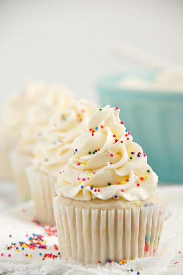 Funfetti-Birthday-Cake-Cupcakes-2-594x894