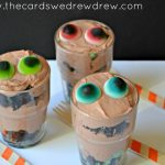 Halloween Dessert Idea {Eyeball Chocolate Mint Oreo Pudding Cups}