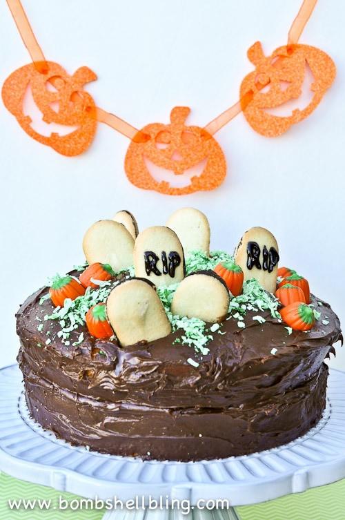 Halloween-Graveyard-Cake-from-Bombshell-Bling-4