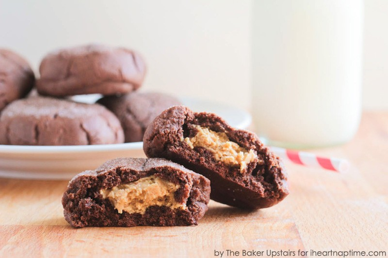 giant_peanut_butter_stuffed_chocolate_cookies_3