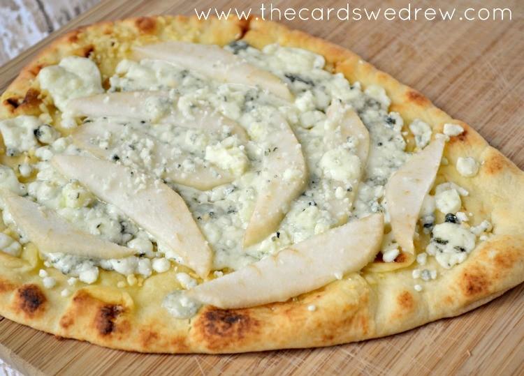 quick and easy pear gorgonzola flatbread pizza