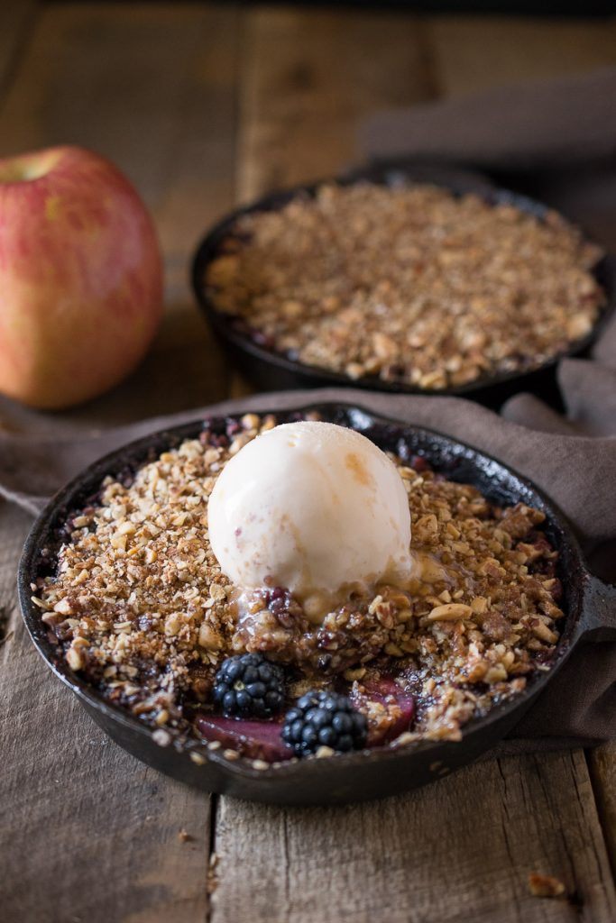 Apple-and-blackberry-crumble-201