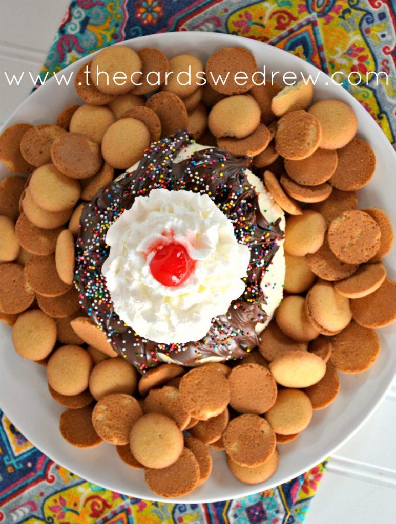 ice cream sundae cheese ball dessert with nilla wafers