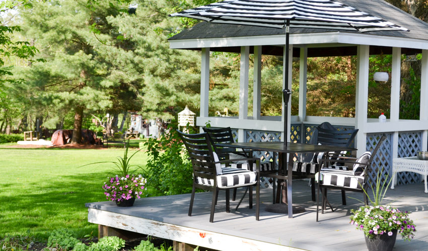 How to Paint Metal Patio Furniture: Patio Furniture Makeover