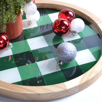 How to Use Resin : DIY Resin Gingham Christmas Tray